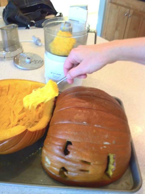 Scooping-pumpkin